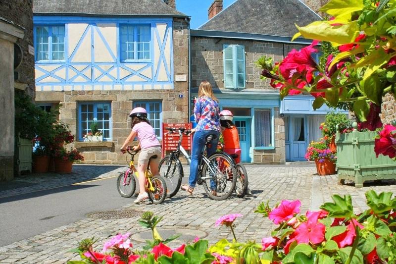 Bazouges-la-Pérouse, character village