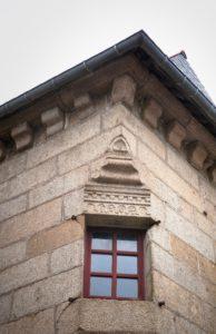 Bazouges-la-Pérouse - Fenêtre remarquable de la maison du procureur du roi
