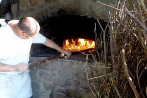 Pain cuit au feu de bois - La Roche © OT CMB