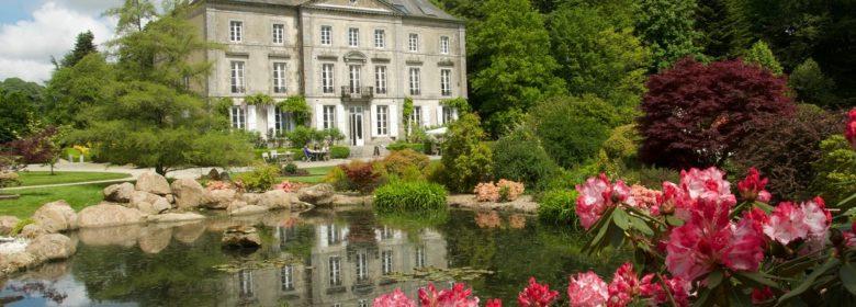 Vue sur le château de la Foltière au Parc Botanique de Haute Bretagne