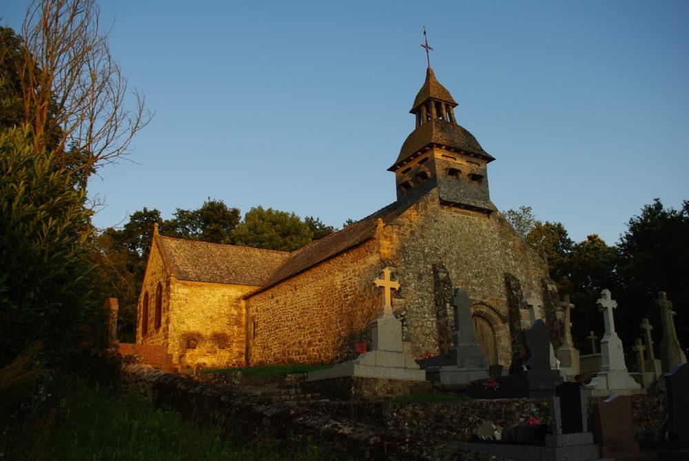 Eglise du Tiercent au crépusucle