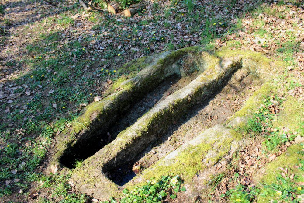 Tombes dans le granit du Tiercent