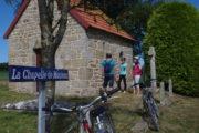 Arrêt à la chapelle de Monthoux - Vélopromenade Balcon du Coglais
