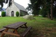Table de pique-nique à la chapelle Saint-Eustache - Saint-Etienne-en-Coglès