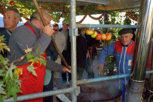 Fete-du-pomme-a-Bazouges-la-Perouse-OT-CMB